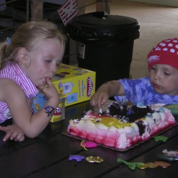 Cake time at a pirate party